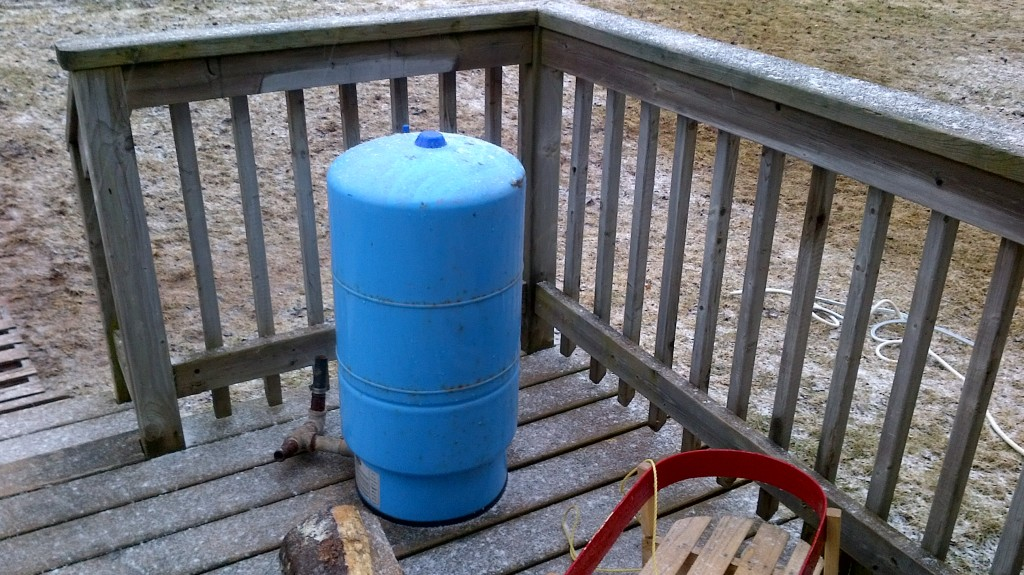 More modernish water tank with rubber bladder
